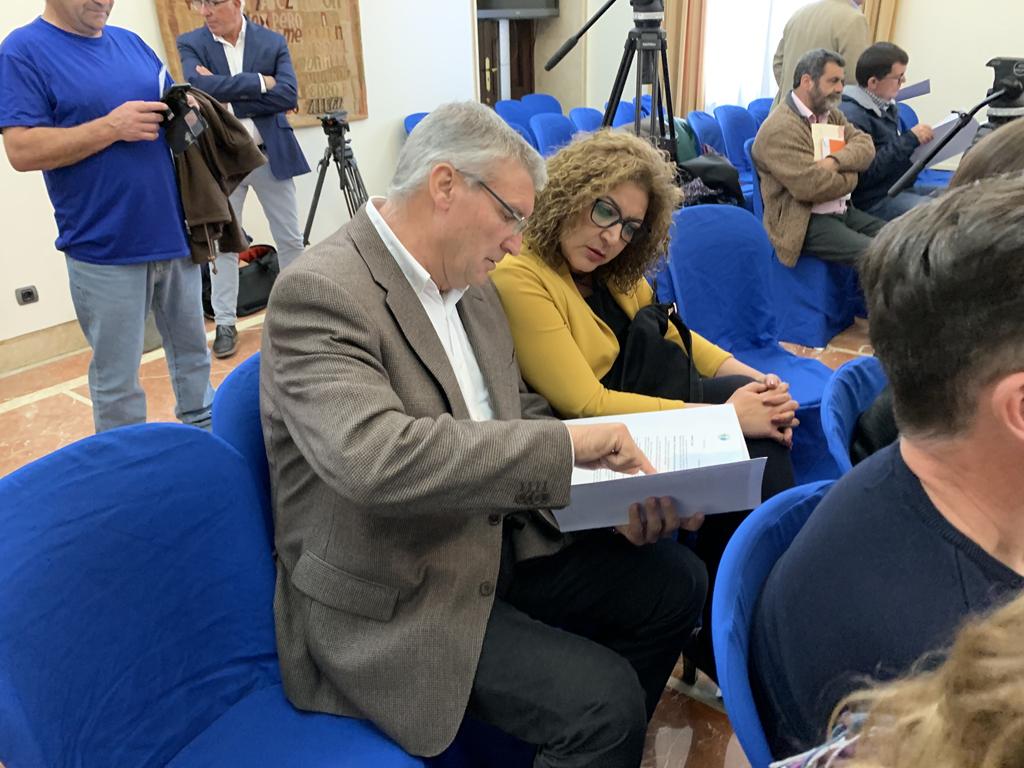 El alcalde y la Concejala de Desarrollo Local, en la firma del Plan de Empleo de 2019