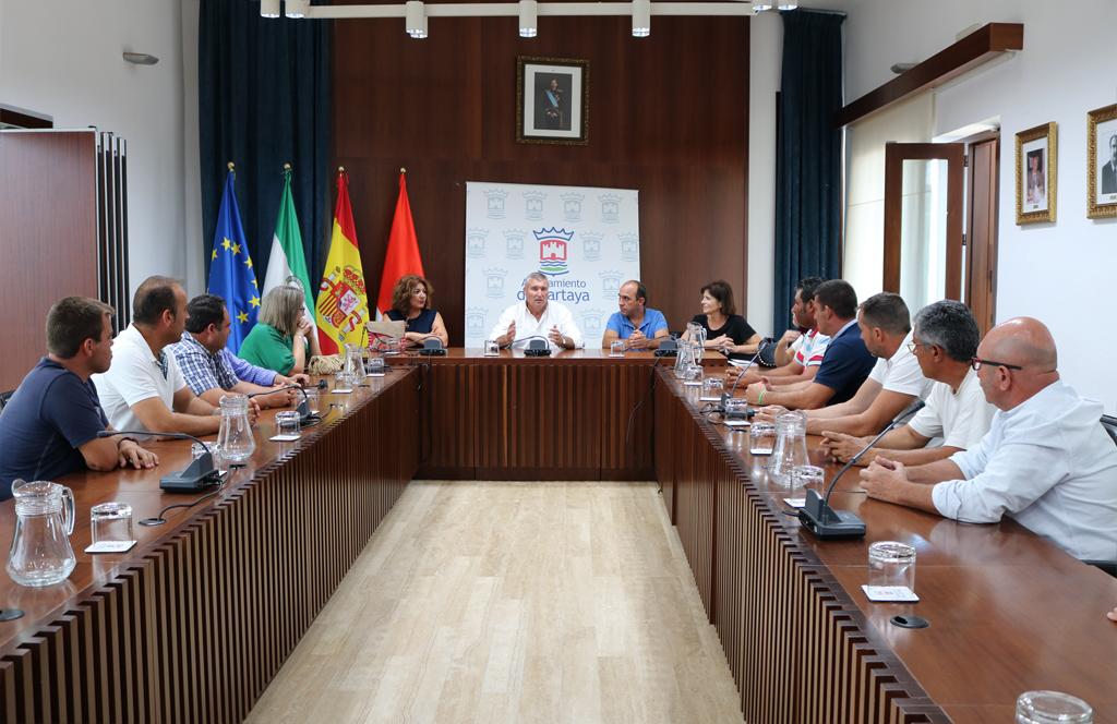 El Alcalde y el Equipo de Gobierno municipal se reúnen con la junta directiva de la Cooperativa de Cartaya en el Edificio Consistorial