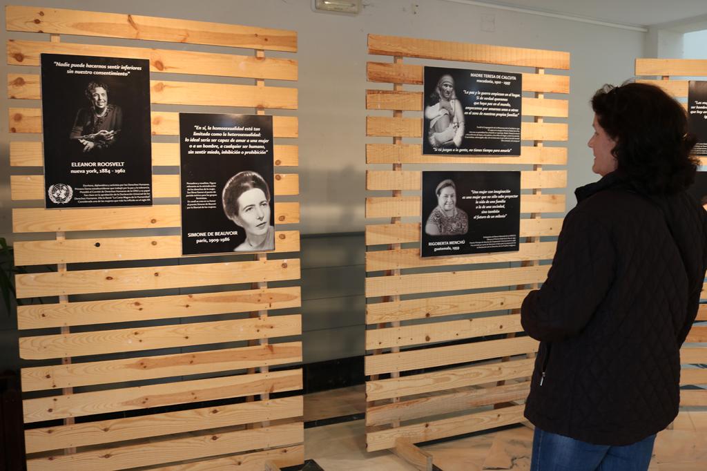 Exposición con motivo del Día Internacional de la Mujer, en el Centro Cultural de la Villa de Cartaya