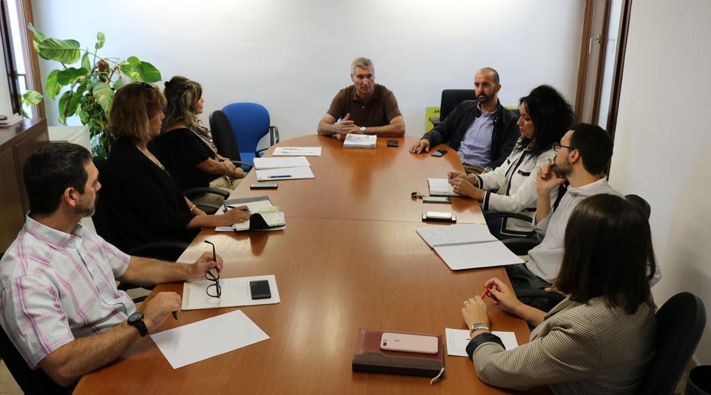 Reunión en el Ayuntamiento de Cartaya para hacer el seguimiento continuado de los servicios externalizados.