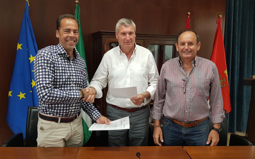 El Ayuntamiento de Cartaya y Cruz Roja renuevan el convenio de colaboración para acciones de voluntariado, socorrismo y emergencia.