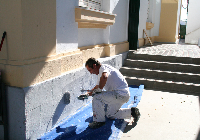 El Ayuntamiento de Cartaya se encarga de las tareas de mantenimiento de los centros escolares de la localidad