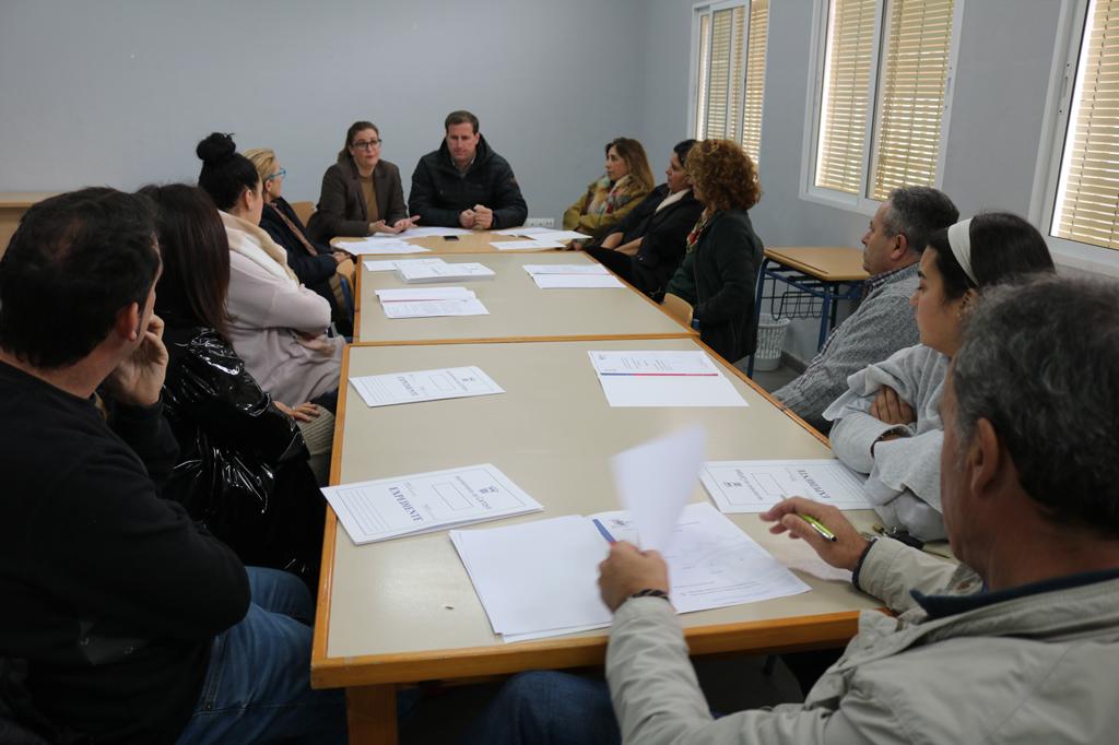 Ayuntamiento y Comerciantes de El Rompido se reúnen para analizar los retos del sector