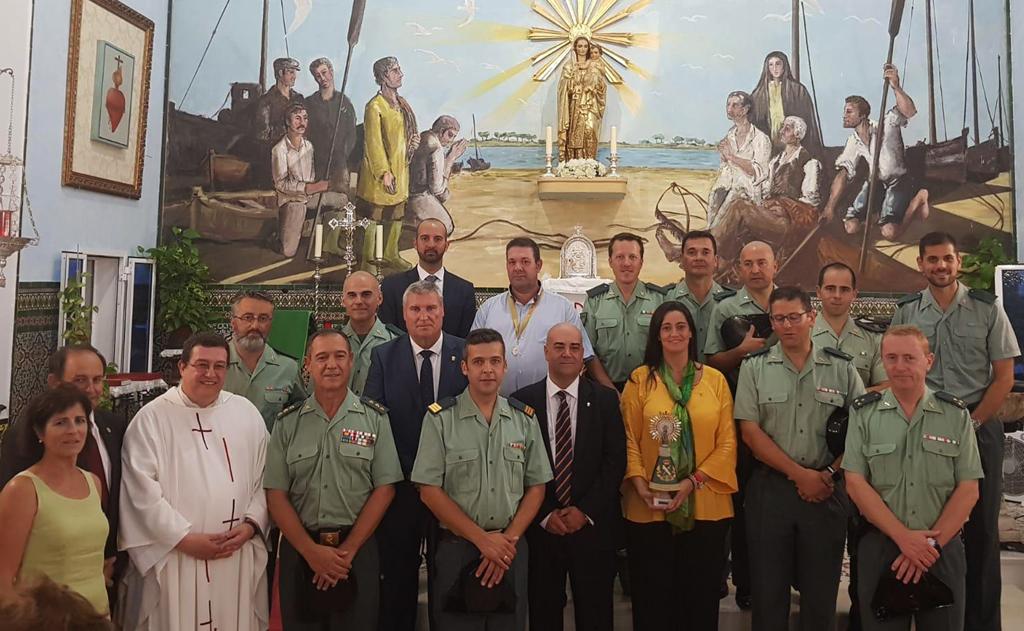 La Guardia Civil recibe la donación de una Imagen de la Virgen del Pilar que instala en el Cuartel de El Rompido