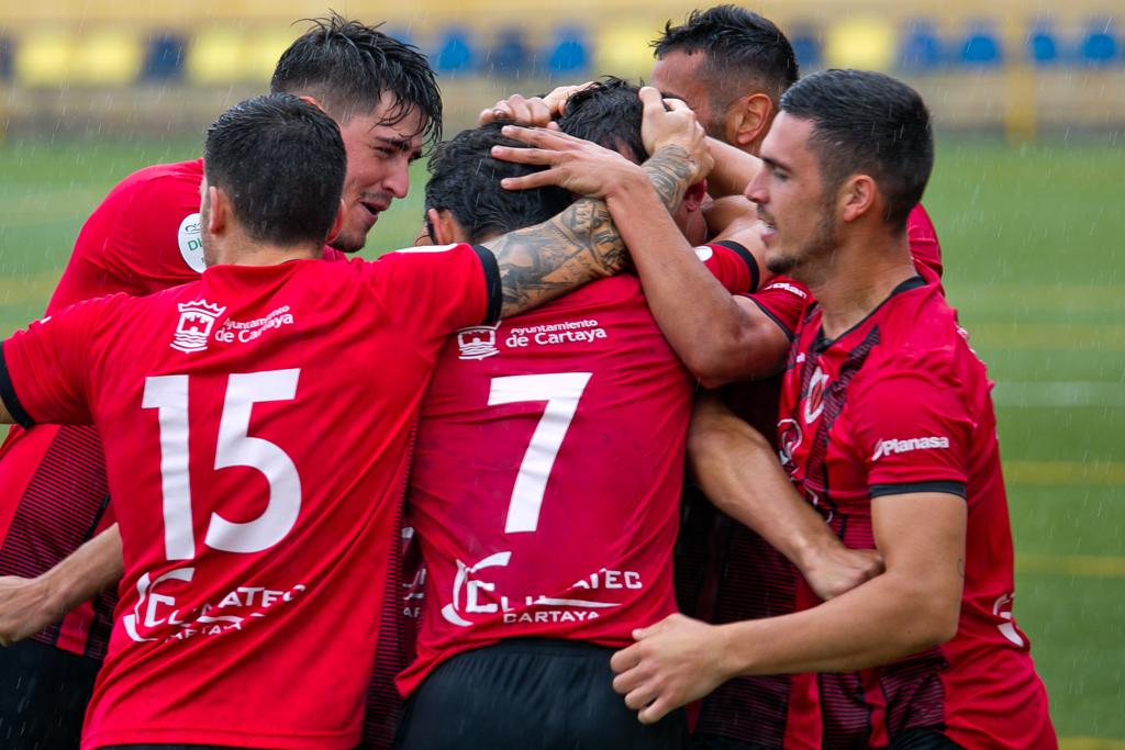 El Ayuntamiento felicita al Cartaya por su ascenso y destaca la gran temporada del equipo y el apoyo de la afición (Foto de Andrés Gaitán).