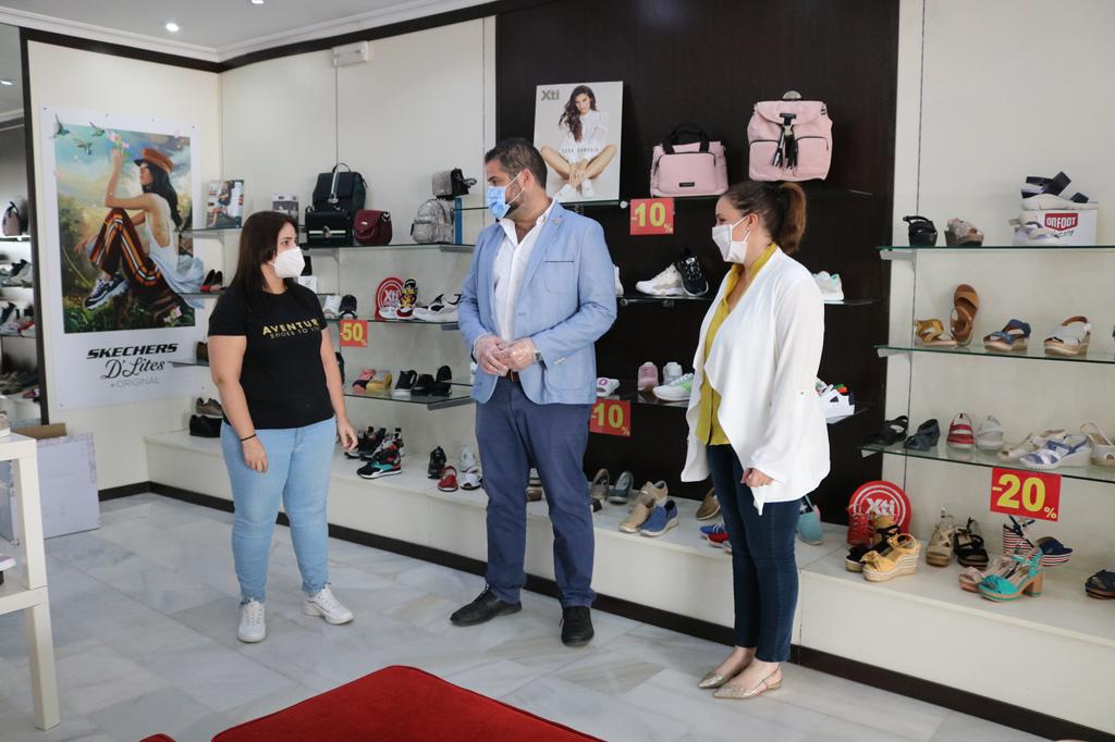 El Ayuntamiento de Cartaya da la bienvenida a nuevos empresarios y lanza una campaña de apoyo al comercio local.
