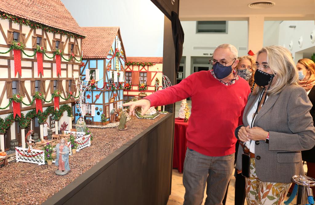 El Ayuntamiento de Cartaya da el pistoletazo de salida a la campaña navideña de actividades, con la inauguración del Belén Municipal.
