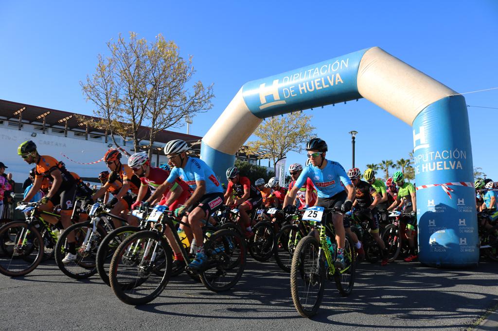 Cartaya acoge la Gala provincial de clausura de la temporada de ciclismo y recibe un reconocimiento por su campeonato de BTT.