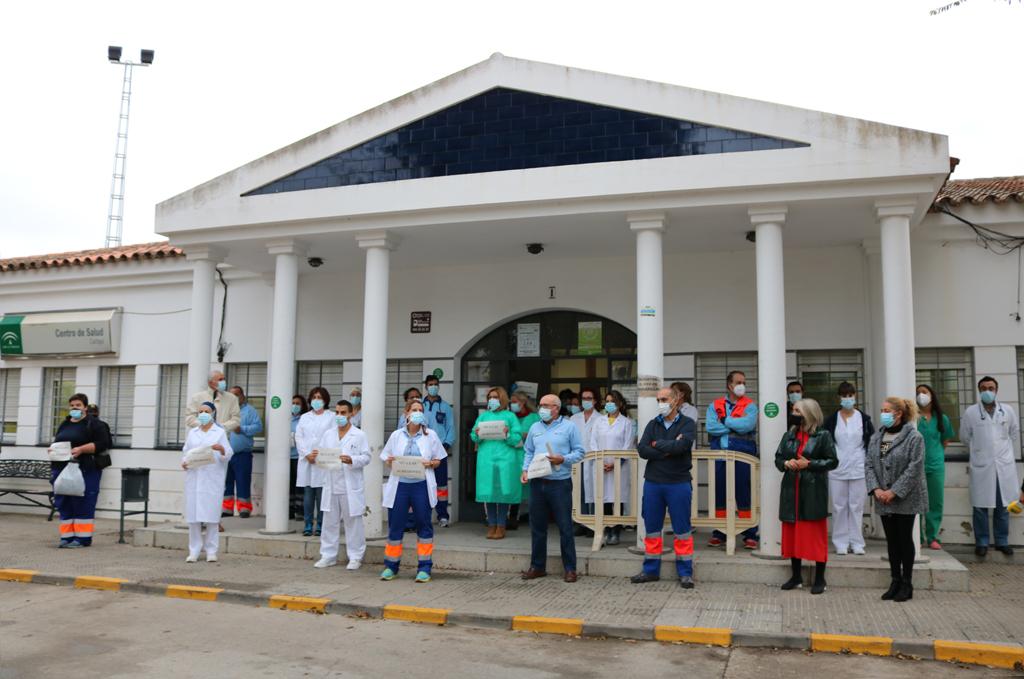 El Ayuntamiento de Cartaya apoya al personal sanitario del Centro de Salud de Cartaya.