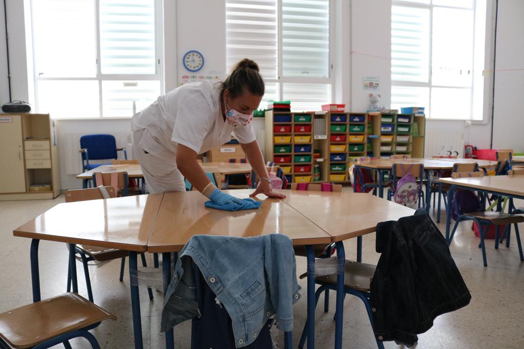 El Ayuntamiento de Cartaya se vuelca en la seguridad y desinfección de los colegios de cara a la vuelta al cole y al curso 2020-2021.