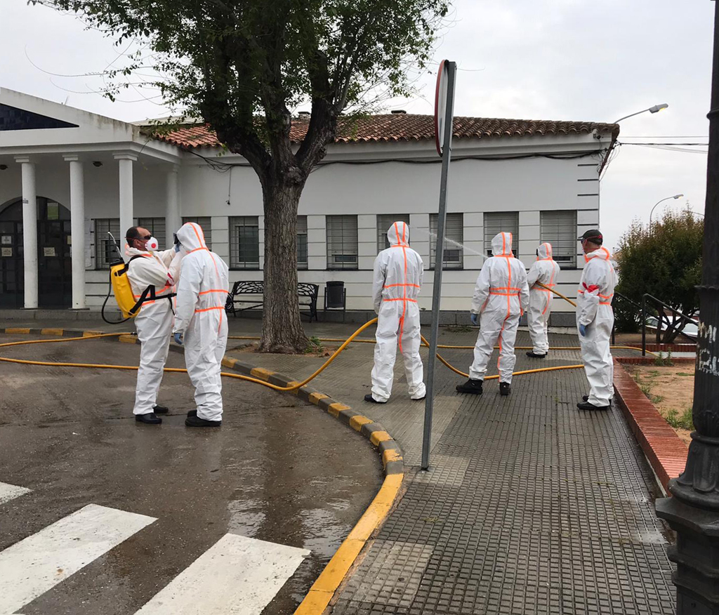El INFOCA se une al dispositivo municipal de desinfección del Ayuntamiento de Cartaya contra el coronavirus.