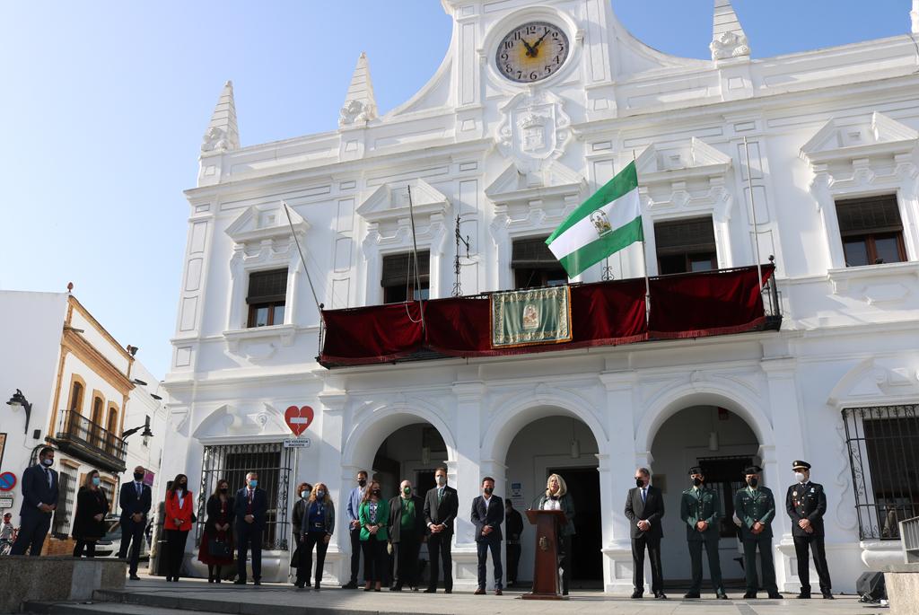 El Ayuntamiento de Cartaya celebra el Día de Andalucía con un acto sencillo y emotivo en el que la alcaldesa pone en valor la apuesta por los servicios públicos.