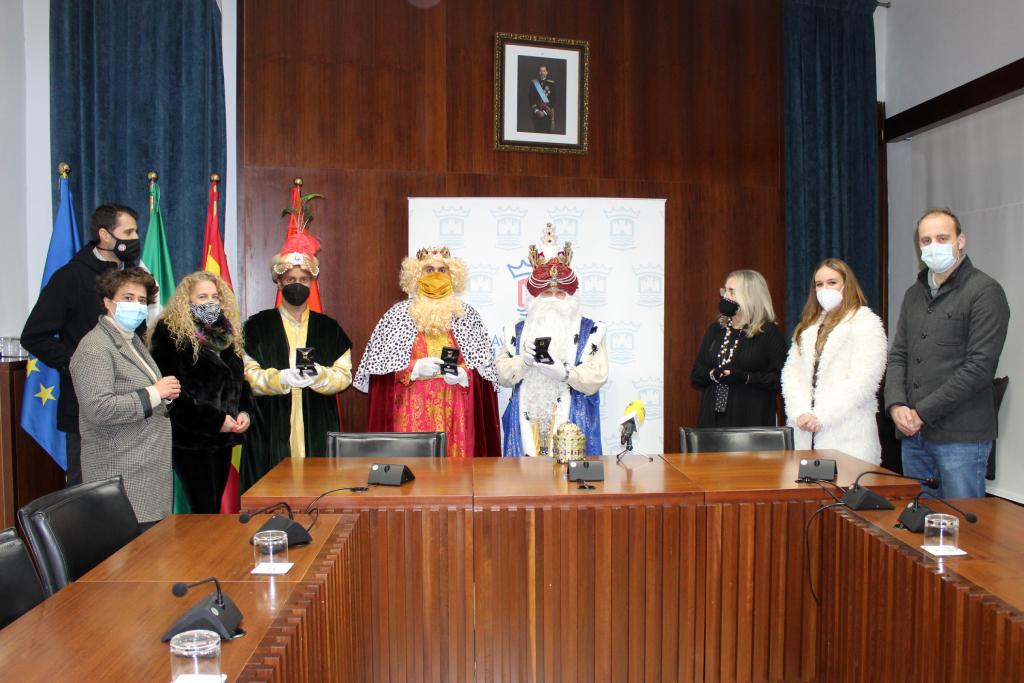 El Ayuntamiento de Cartaya entregó un detalle en agradecimiento a la colaboración de Sus Majestades los Reyes Magos, en este año tan especial.