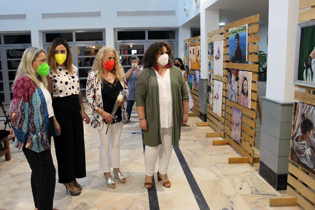 Los 35 alumnos y alumnas de la Academia Municipal de Pintura exponen sus creaciones en el Centro Cultural
