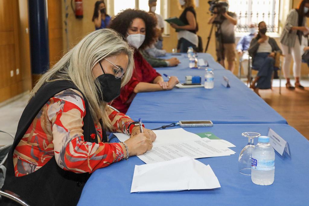 El Ayuntamiento de Cartaya y la Consejería de Igualdad suscriben un convenio de colaboración para la protección de la infancia y la adolescencia