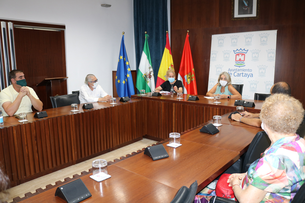 El Ayuntamiento de Cartaya y la Hermandad del Rosario se reunen para abordar los actos religiosos en honor a la patrona de la localidad.