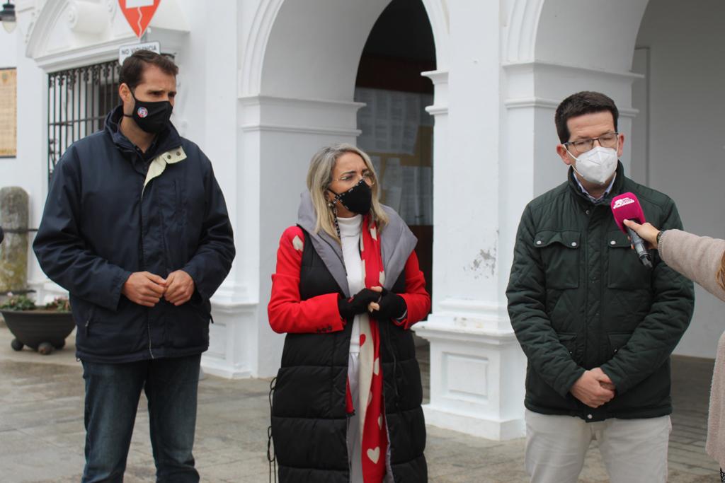 El Ayuntamiento y el COAF conciencian en Cartaya sobre sobre el reciclaje de mascarillas