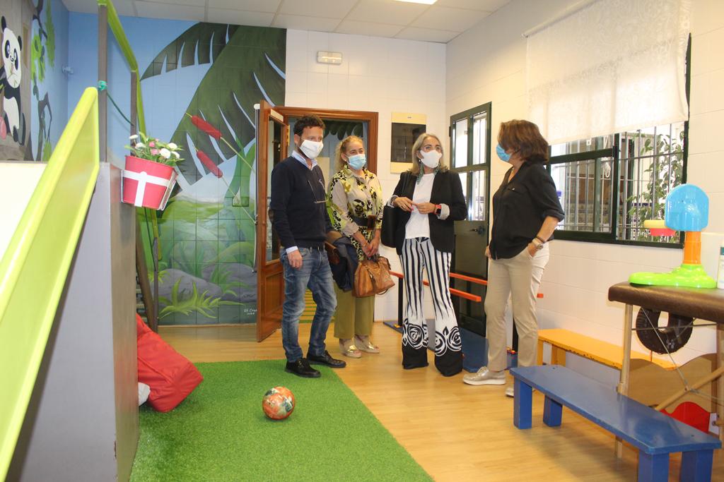 Visita de la alcaldesa de Cartaya y los concejales de Servicios Sociales y Cultura al CEDITER de la localidad.