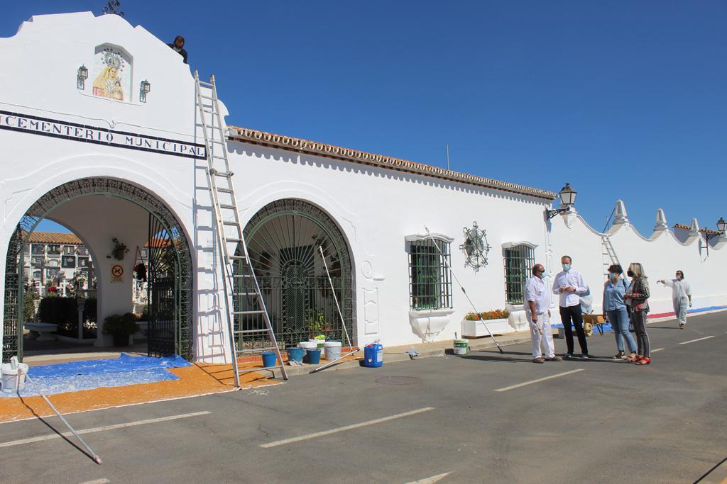 El Ayuntamiento acondiciona el Cementerio y prepara un paquete de medidas para garantizar la seguridad ante el COVID-19 en  el Camposanto, con motivo de la Festividad de Tosantos y de los Difuntos.