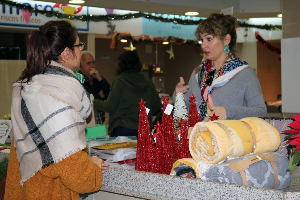 Abre sus puertas la V Feria Artesanal Navideña, en el Mercado Municipal de Abastos.