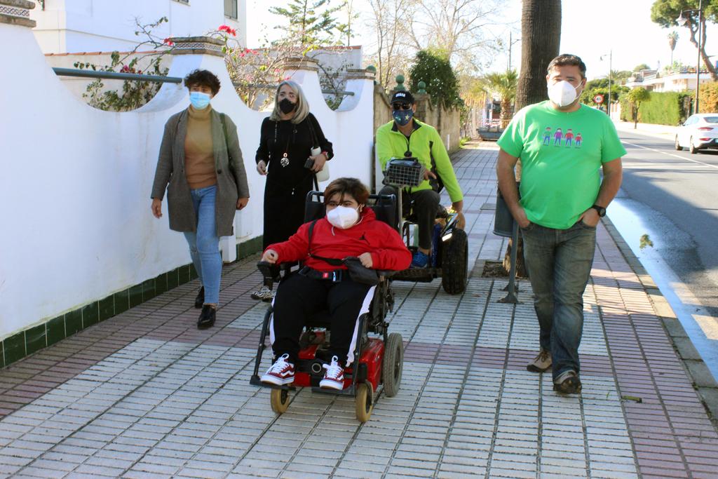 El Ayuntamiento de Cartaya anuncia una inversión de 13.000 euros para suprimir barreras arquitectónicas en el Día Internacional de las Personas con Discapacidad.