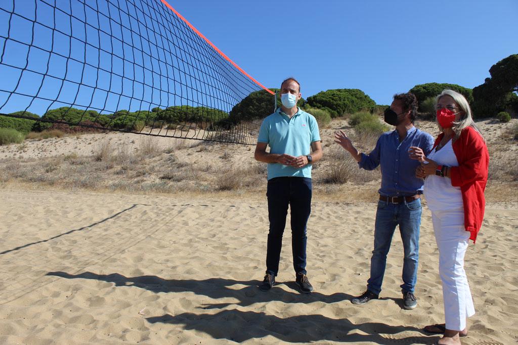 Las playas de San Miguel y el Caño de la Culata estrenan instalaciones deportivas para practicar voley