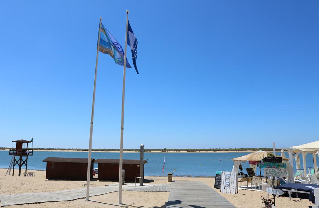 Las playas cartayeras consiguen dos banderas azules que se suman a los otros dos distintivos que reciben el sendero del Caño de la Culata y la Marina de Nuevo Portil.