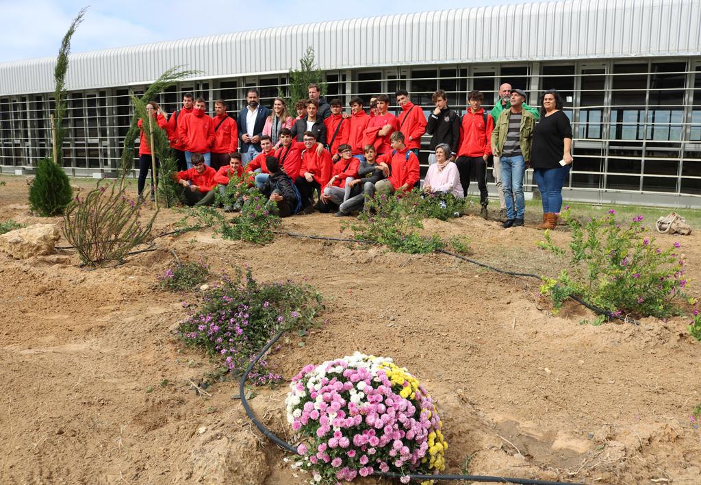 El Ayuntamiento inaugura el 'Jardín Violeta' contra la Violencia de Género, en el Complejo Deportivo.