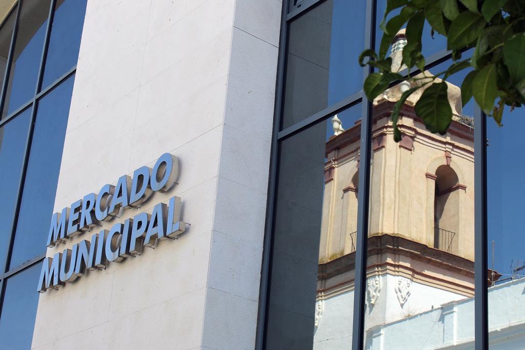 Espaldarazo de la Junta al proyecto de digitalización del Mercado Municipal de Abastos de Cartaya, apoyado por el Ayuntamiento y los comerciales