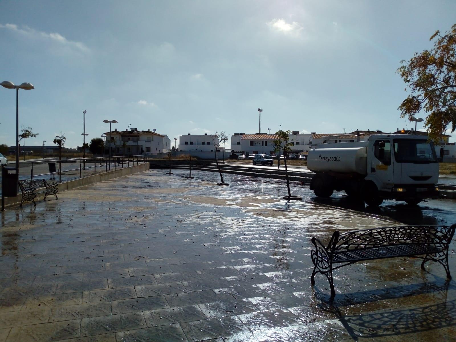 El Ayuntamiento intensifica la desinfección y la vigilancia del cumplimiento de las normas COVID en la localidad, en un día en el que la Junta de Andalucía asigna a Cartaya cuatro nuevos casos.