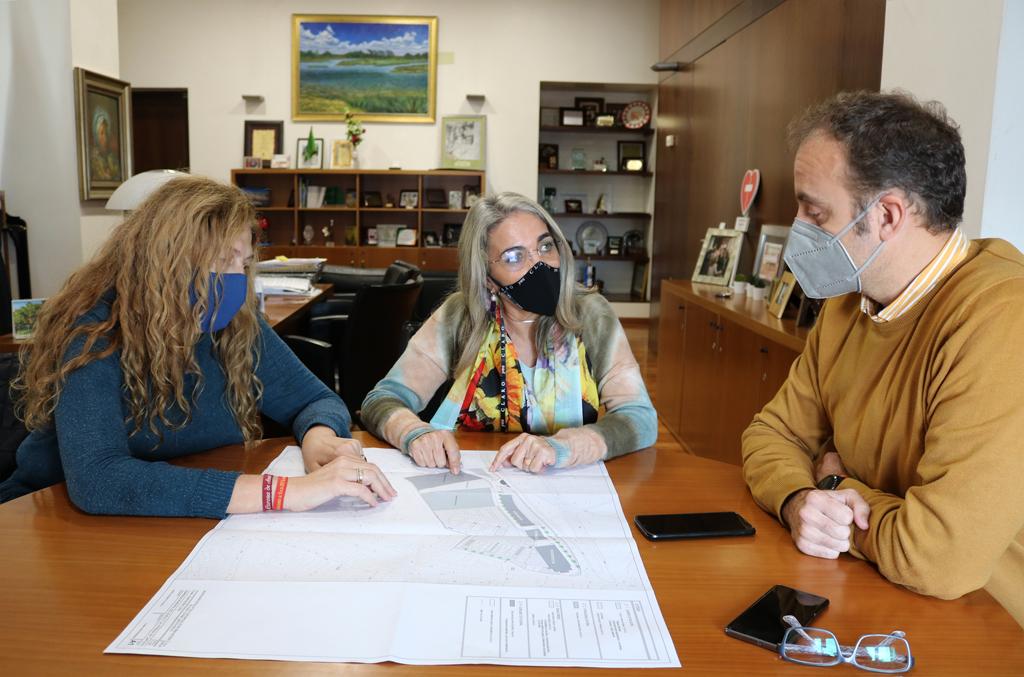 El Ayuntamiento facilita a la Hermandad del Rocío un solar y asistencia técnica para poner en marcha su proyecto de casa hermandad
