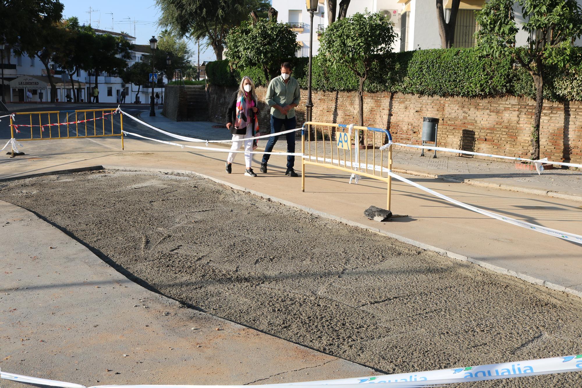 Abierta al tráfico en su totalidad la Avenida de El Rompido tras la reparación del socavón junto al centro de salud