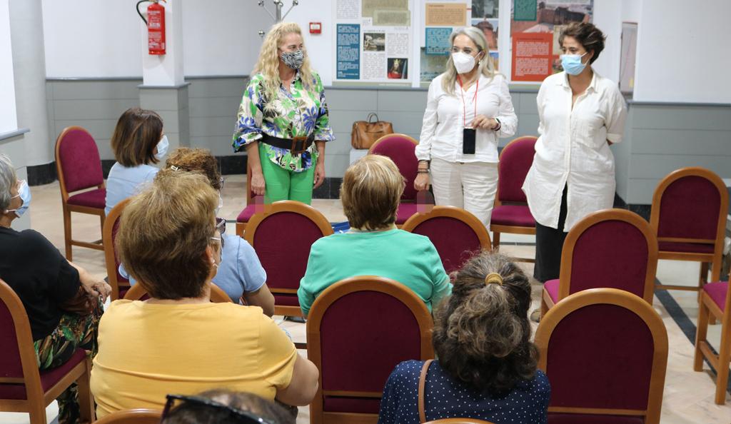 El Ayuntamiento y las mujeres cartayeras retoman el proyecto de participación ciudadana basado en el croché y la sororidad