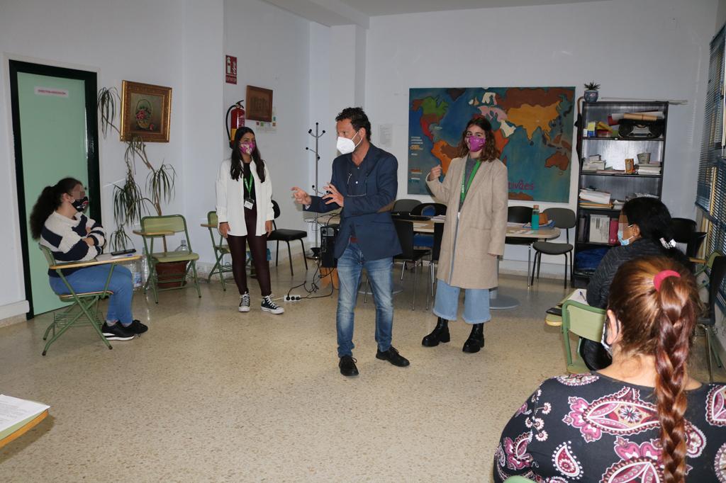 El Ayuntamiento de Cartaya pone en marcha un conjunto de talleres, entre ellos, de habilidades sociales y orientación laboral.