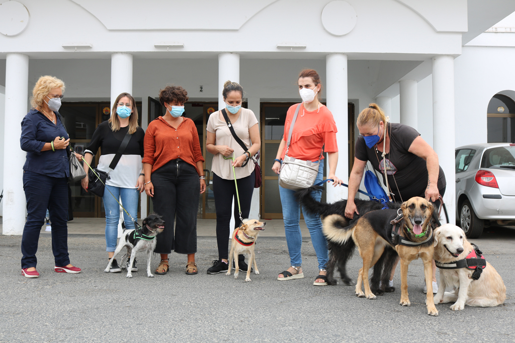 Proyecto pionero de talleres de terapia asistida con animales para víctimas de violencia de género, en Cartaya