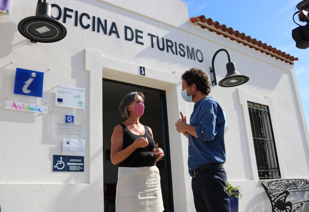 El Ayuntamiento de Cartaya acerca a los vecinos y vecinas de El Rompido los Servicios Sociales municipales, y anuncia que hará lo mismo en Nuevo Portil próximamente.