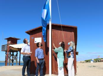 Las banderas azules ondean ya en las playas del Caño de la Culata y San Miguel