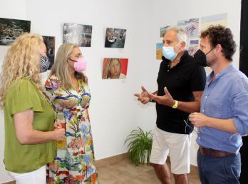 Las pinturas de Flavio Olivieri llevan la programación cultural a El Rompido